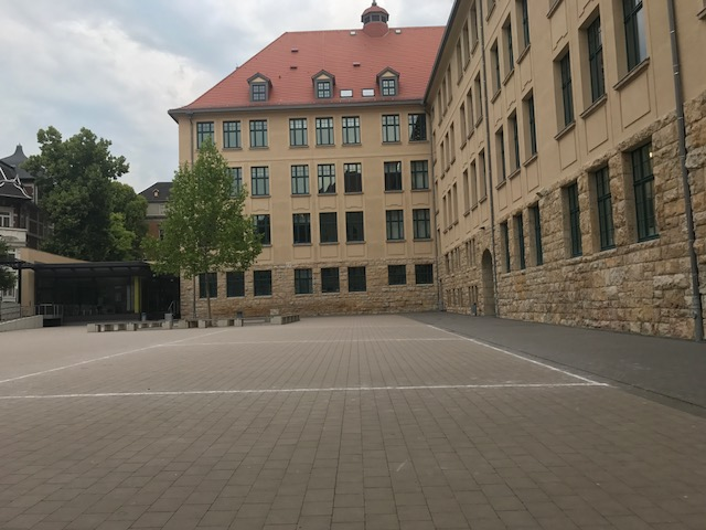 Im guten alten Schulgebäude ist für 6 Wochen Ruhe eingekehrt