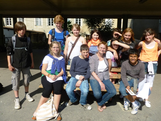 Französische und deutsche Schüler haben gemeinsam La Rochefoucauld erkundet und somit die Stadtrallye erfolgreich beendet.