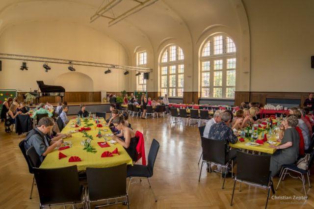 (Foto: C.Zepter) Schülerball oder auch Bergfest - eine IGS-Tradition, heute Abend erfolgreich erlebt.