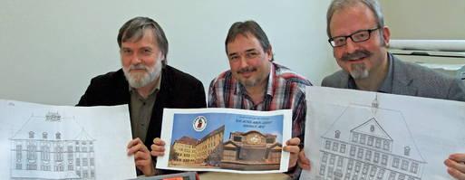 (Foto: M. Groß/TLZ) Grete-Unrein-Schule am Rande des Stadtzentrums vor dem 100. Geburtstag Schulleiter Rüdiger Schütz und die Lehrer Bernd Hofmann und Wolfgang Prokosch (v.r.)