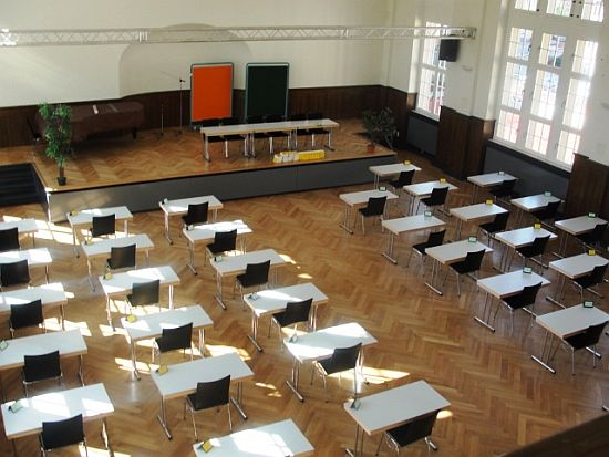 Die Aula ist in den nchsten Tagen fr unsere Abiturienten bereit