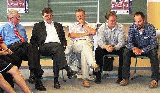 Diese Herren hatten jeweils 2 Minuten Redezeit - 2 Minuten können aber auch manchmal ganz schön schnell vorbei sein ...