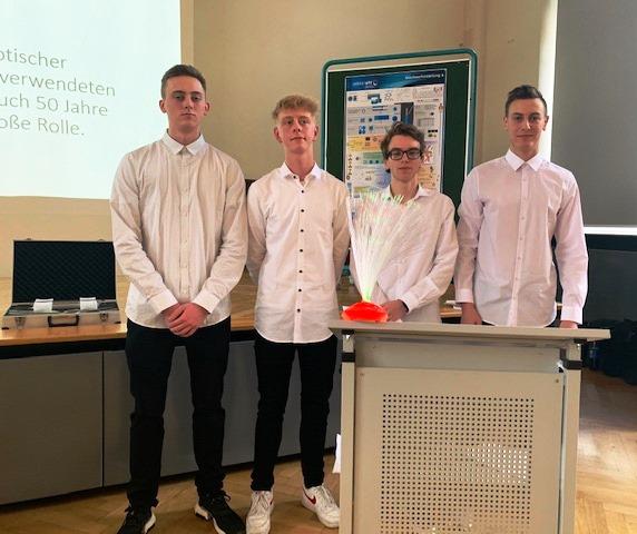 v.l. Franz, Nick, Felix und Alois entspannt nach ihrem Vortrag zum Auftaktkolloquium.