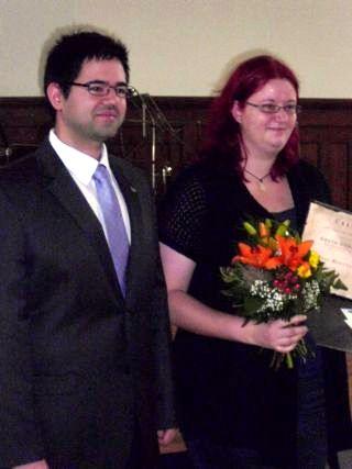 (Foto: R. Schütz) Die Siegerin 2011, Manuela Lohse mit  Axel Poschmann, Vositzender der Jungen Liberalen vom Kreisverband Jena-Weimar