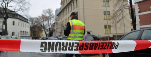 Foto: L. Prager/OTZ/  Rund um die Schule wurde polizeilich abgesperrt.