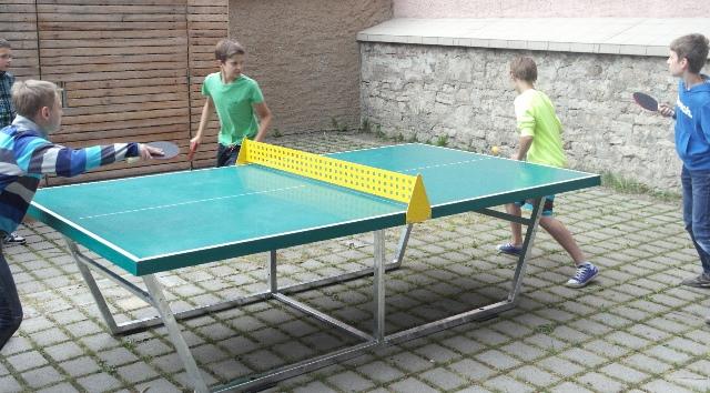 Die ersten Tischtennisspieler waren sofort aktiv.
