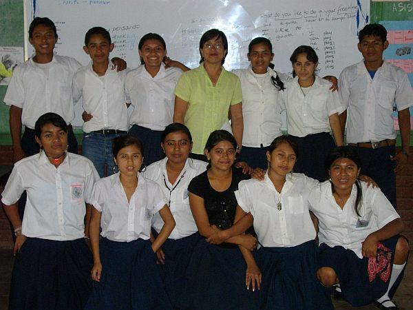Die nicaraguanische Schülergruppe des Instituto Escolar in San Marcos stellt sich im Bild schon einmal vor.