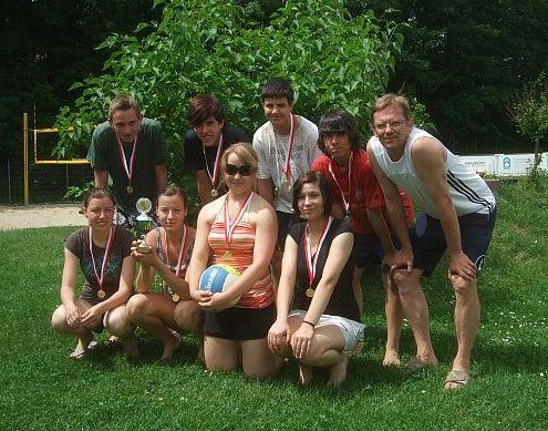 Eine stolze Siegermannschaft mit Trainer